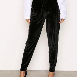 Nly Trend Dressed Velvet Pants Housut Musta