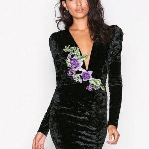 Nly Trend Embroidery V Drop Dress Kotelomekko Musta