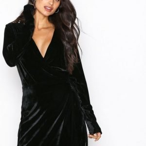 Nly Trend Fancy Velvet Wrap Dress Loose Fit Mekko Musta