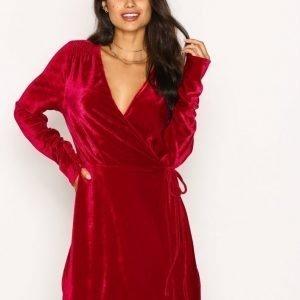 Nly Trend Fancy Velvet Wrap Dress Loose Fit Mekko Punainen