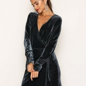 Nly Trend Fancy Velvet Wrap Dress Loose Fit Mekko Sininen