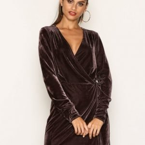 Nly Trend Fancy Velvet Wrap Dress Loose Fit Mekko Vaaleanpunainen