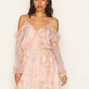 Nly Trend Frill Me Dress Loose Fit Mekko Vaalea Pinkki