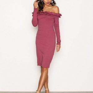 Nly Trend Frill Off Shoulder Dress Kotelomekko Rose Berry