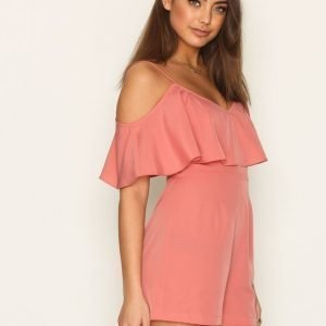 Nly Trend Frill Off Shoulder Play Suit Playsuit Vaaleanpunainen