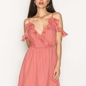 Nly Trend Frill Shoulder Dress Skater Mekko Vaaleanpunainen