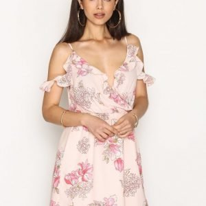 Nly Trend Frill Shoulder Dress Skater Mekko Vaaleanpunakuviollinen