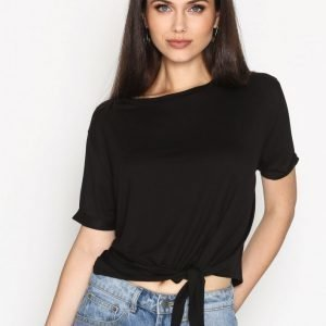 Nly Trend Front Knot Tee T-Paita Musta