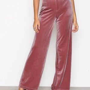Nly Trend Have It All Velvet Pants Housut Vaalea Pinkki