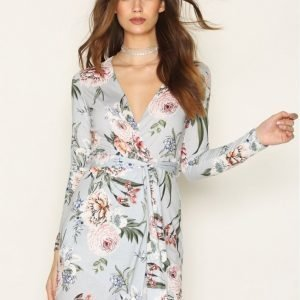 Nly Trend Jersey Wrap Dress Pitkähihainen Mekko Blue Flower