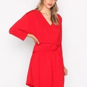 Nly Trend Knot Slit Dress Loose Fit Mekko Punainen