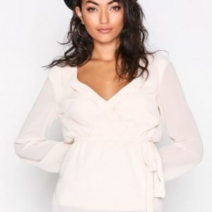 Nly Trend Like The Wind Blouse Arkipaita Creme