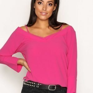 Nly Trend Loose Shoulder Blouse Arkipaita Fuchsia