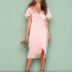 Nly Trend Midi Wrap Dress Loose Fit Mekko Vaaleanpunainen