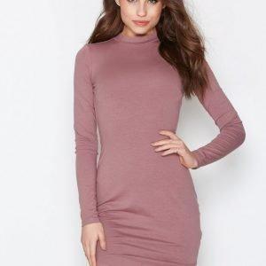 Nly Trend Off Duty Dress Pitkähihainen Mekko Dark Rose