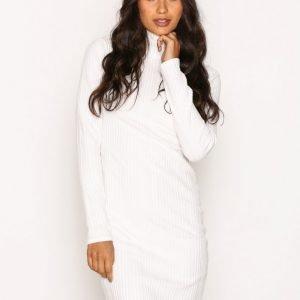 Nly Trend Overfold Brush Rib Dress Pitkähihainen Mekko Valkoinen
