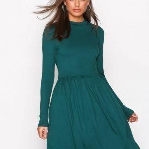 Nly Trend Perfect Covered Dress Skater Mekko Tummanvihreä