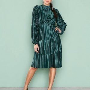 Nly Trend Plisse Party Dress Loose Fit Mekko Tummanvihreä