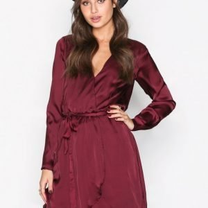 Nly Trend Satin Wrapped Dress Skater Mekko Burgundy