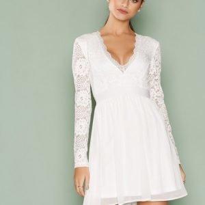 Nly Trend Scalloped Lace Prom Dress Skater Mekko Valkoinen