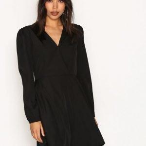 Nly Trend Send My Love Dress Pitkähihainen Mekko Musta