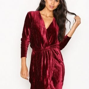 Nly Trend The It Velvet Dress Loose Fit Mekko Burgundy