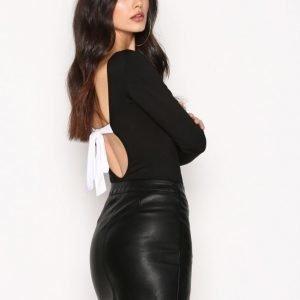 Nly Trend Tie Back Body Musta / Valkoinen