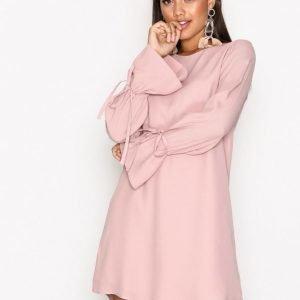 Nly Trend Tie Sleeve Shift Dress Pitkähihainen Mekko Vaalea Pinkki