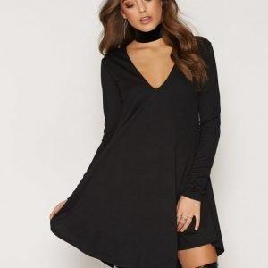 Nly Trend V Neck Crepe Dress Skater Mekko Musta