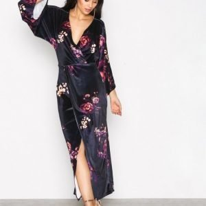 Nly Trend Velvet Kimono Dress Loose Fit Mekko Black Print