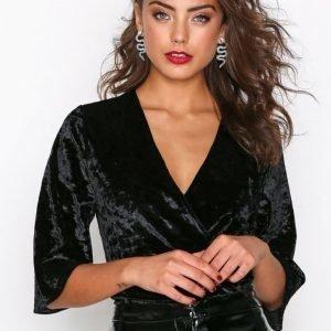Nly Trend Velvet Mid Sleeve Body Musta