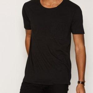 Nudie Jeans Lukas Skewed Pocket Tee T-paita Black