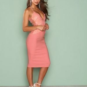 Rare London Scalloped Edge Midi Dress Kotelomekko Dark Pink
