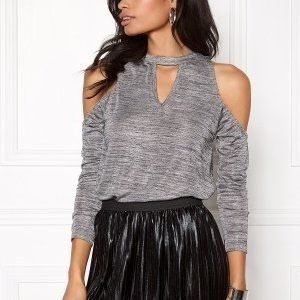 Rut & Circle Nora off shoulder top 501 Silver