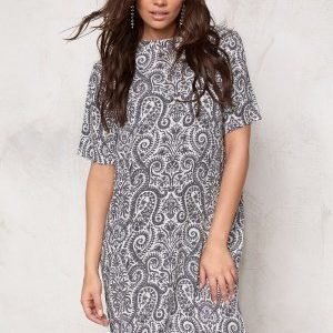 Soaked In Luxury Paisley Dress Black&White Paisley