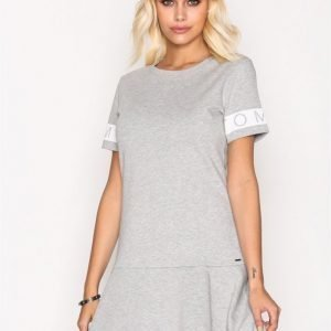 Tommy Jeans Thdw Peplum Dress S / S Skater Mekko Grey