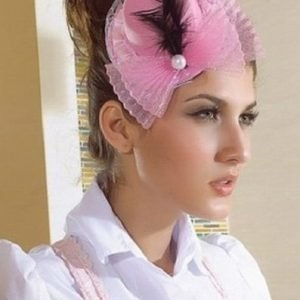 Vaaleanpunamusta minihattu
